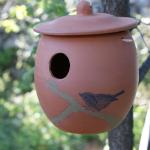 nichoir pour oiseau en terre cuite à pendre dans un arbre ou à fixer sur un piquet